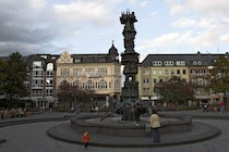 Koblenz: 17. Photo: Detaillierter Brunnen